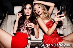 Zwei Sugar Babes feiern
